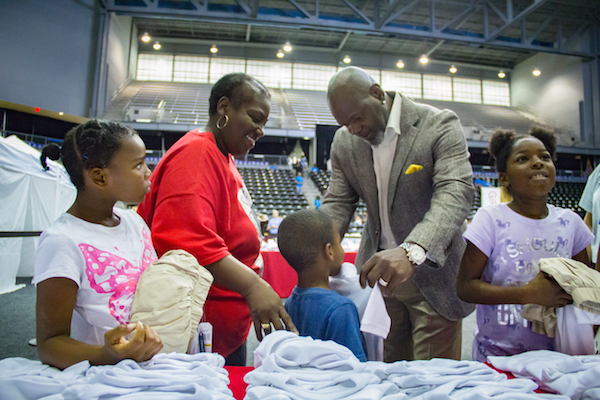 Emmitt Smith helping children shop for uniforms